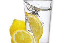7 причин выпить стакан воды с лимонным соком натощак